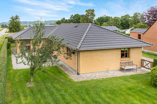 Villa på Skovlundsvej i Auning - Ejendommen