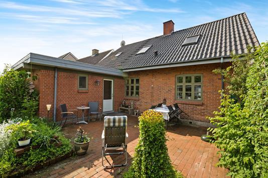 Villa på Jernbanegade i Ryomgård - Ejendommen