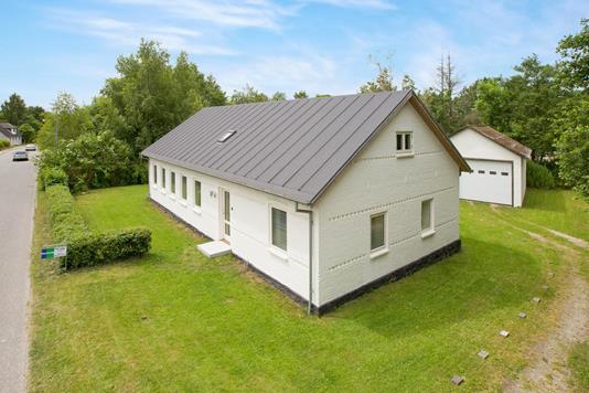Villa på Bøjstrupvej i Ryomgård - Set fra vejen