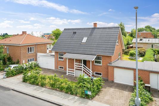 Villa på Fuglebakkevej i Aarhus V - Set fra vejen