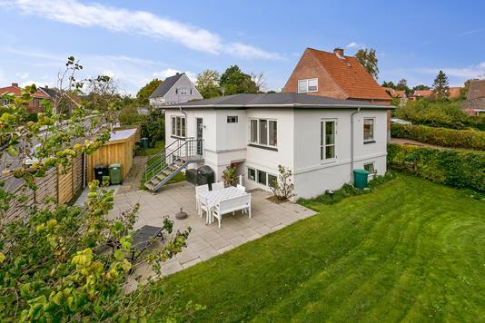 Villa på Nattergalevej i Aarhus V - Ejendommen