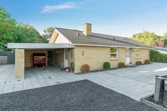 Villa på Glamhøjvej i Brabrand - Set fra vejen