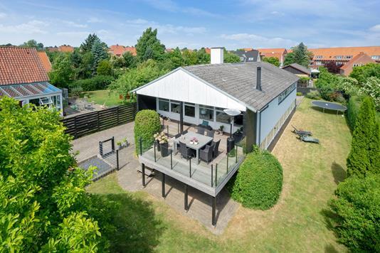 Villa på Arnegårdsvej i Åbyhøj - Set fra haven