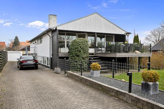 Villa på Arnegårdsvej i Åbyhøj - Ejendommen