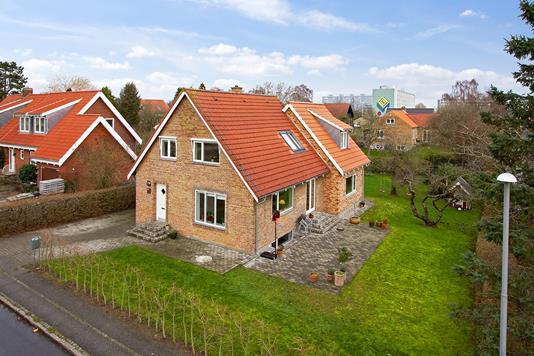 Villa på Højkolvej i Aarhus V - Set fra vejen
