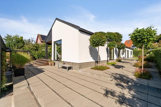 Villa på J.P. Larsens Vej i Brabrand - Set fra vejen