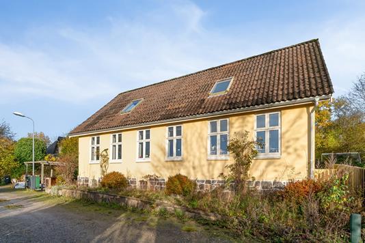 Villa på Jernbanevej i Brabrand - Ejendommen