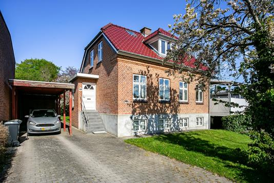 Villa på Johannes Ewalds Vej i Åbyhøj - Set fra vejen