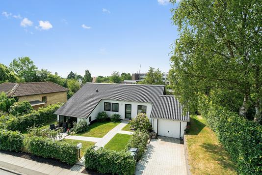 Villa på Johannes Ewalds Vej i Åbyhøj - Ejendommen