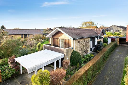 Villa på Klokkerbakken i Aarhus V - Set fra vejen