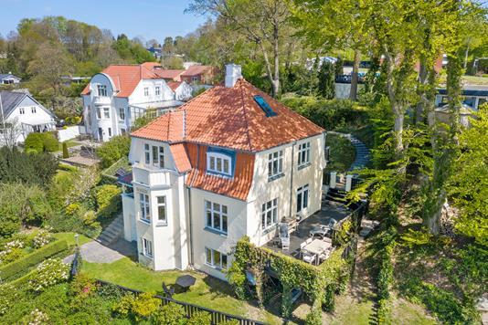 Villa på Langdalsvej i Brabrand - Ejendommen