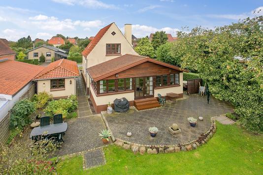 Villa på Svalevej i Aarhus V - Ejendommen
