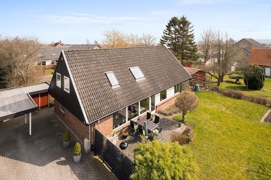 Villa på Dr. Holsts Vej i Åbyhøj - Ejendommen