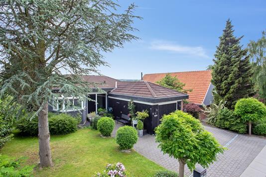 Villa på Engdalsvej i Brabrand - Set fra vejen
