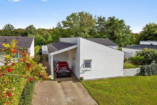 Villa på Lykkenshøj i Brabrand - Set fra vejen