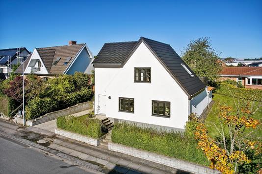 Villa på Dr. Holsts Vej i Åbyhøj - Set fra vejen