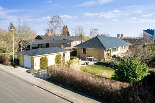 Villa på Elhøjvej i Aarhus V - Set fra vejen