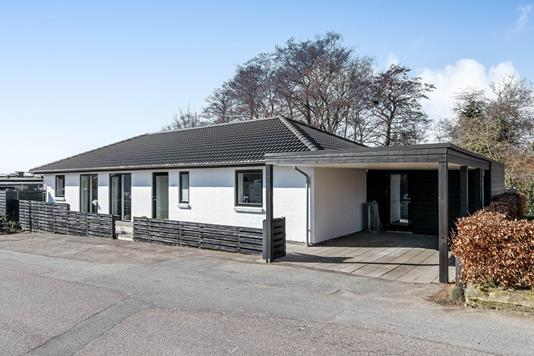 Villa på Byvej i Hadsten - Ejendommen