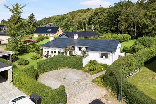 Villa på Kastanievej i Holte - Luftfoto