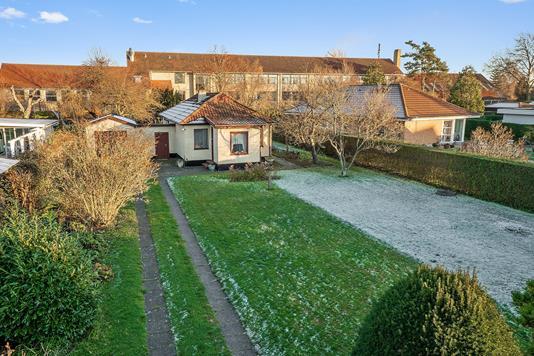 Villa på Brøndby Allé i Brøndby Strand - Set fra haven
