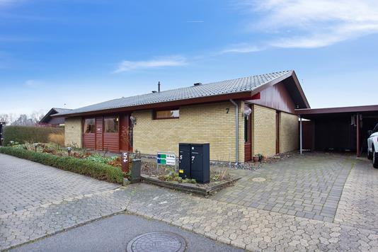 Villa på Nørrebred i Vallensbæk - Set fra vejen