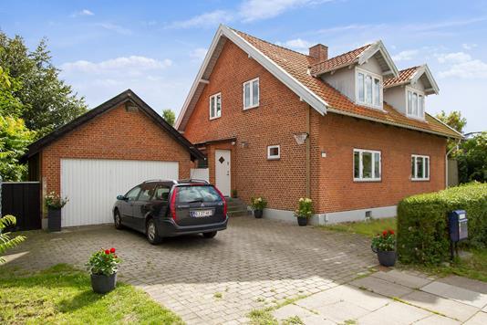 Villa på Vallensbæk Strandvej i Vallensbæk Strand - Set fra vejen