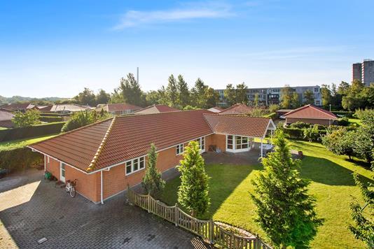 Villa på Kærlunden i Brøndby Strand - Set fra vejen