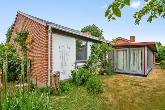 Villa på Hyttelunden i Vallensbæk Strand - Set fra haven