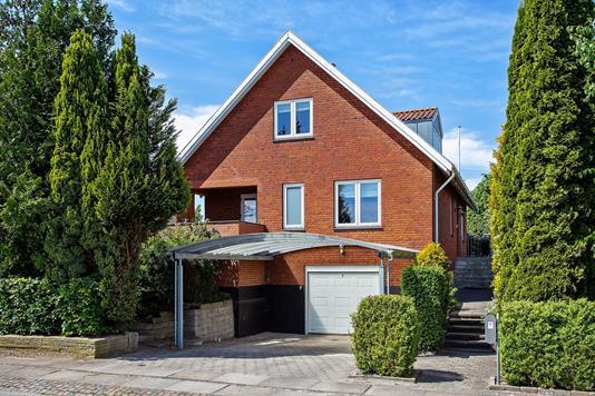 Villa på Kokkedalsvej i Vallensbæk Strand - Set fra vejen