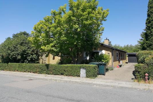 Villa på Ny Mæglergårds Allé i Brøndby Strand - Ejendommen