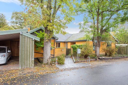 Villa på Monsunvej i Brøndby Strand - Set fra vejen