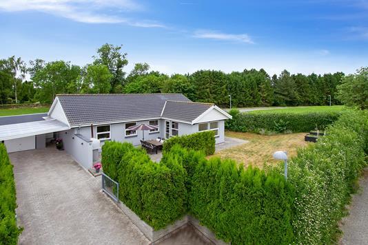 Villa på Kirkebakken i Gadstrup - Set fra vejen