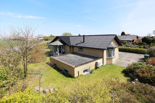 Villa på Hyldevej i Solrød Strand - Ejendommen