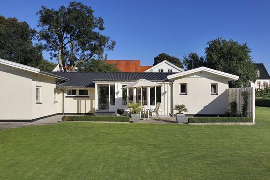 Villa på Bygaden i Karlslunde - Ejendommen