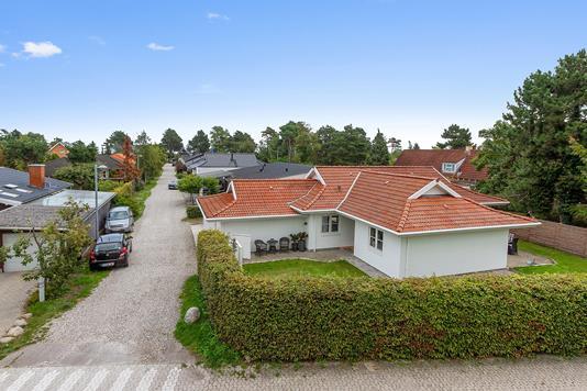 Villa på Skovparken i Solrød Strand - Set fra vejen
