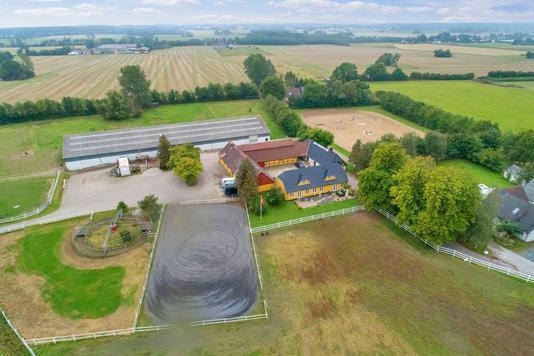 Landejendom på Fløjterupvej i Tureby - Luftfoto