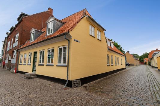 Ejerlejlighed på Rebslagergade i Køge - Set fra vejen
