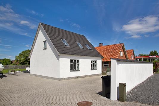 Villa på Ringstedvej i Bjæverskov - Set fra vejen