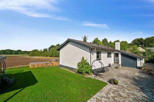 Villa på Elmevænget i Lille Skensved - Set fra vejen