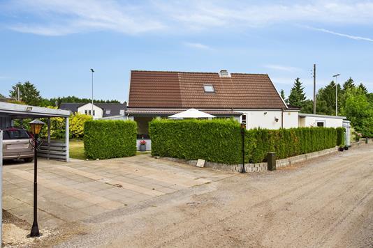Villa på Skovledsvej i Herfølge - Set fra vejen