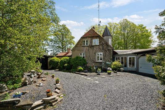 Villa på Bjælkerupvej i Klippinge - Set fra vejen