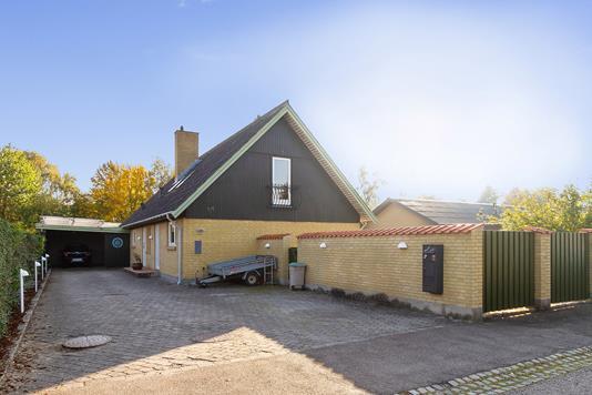 Villa på Ageren i Hårlev - Set fra vejen