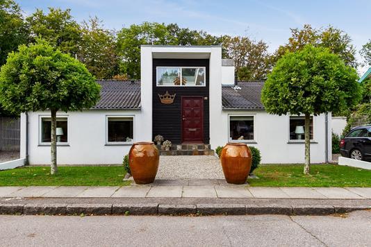 Villa på Skovvænget i Køge - Set fra vejen