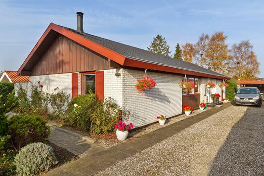 Villa på Pinjevej i Køge - Set fra vejen