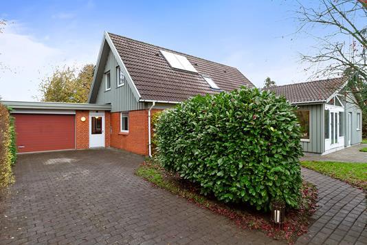 Villa på Stenbukvej i Lille Skensved - Set fra vejen
