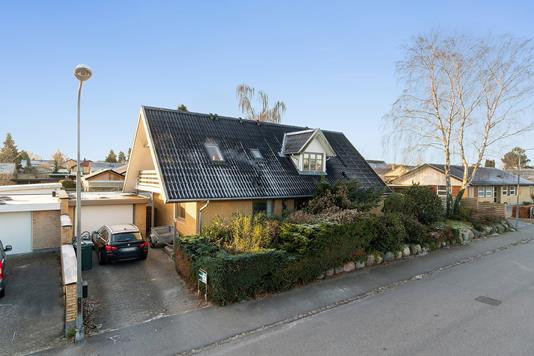 Villa på Stoubyvej i Køge - Set fra vejen