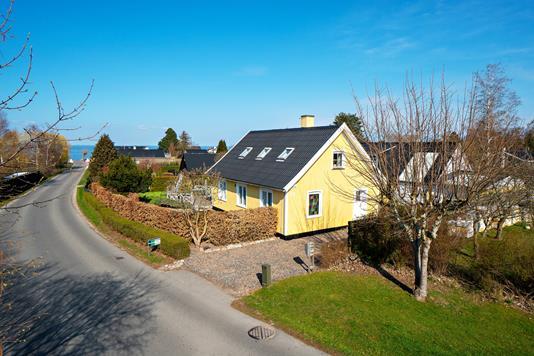 Villa på Strandvejen i Strøby - Set fra vejen
