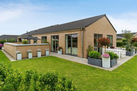 Villa på P. C. Davidsens Vej i Haslev - Set fra haven
