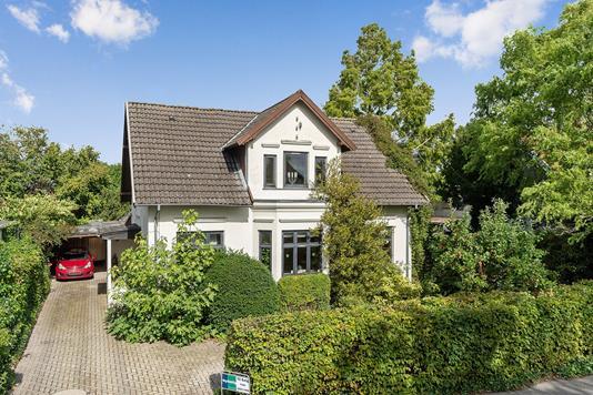 Villa på Hovedgaden i Hårlev - Set fra vejen