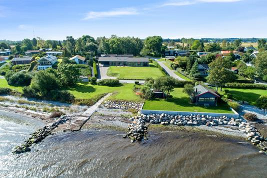 Villa på Kystvejen i Strøby - Luftfoto